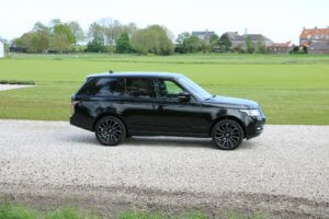 Real Art on Wheels | Range Rover Vogue TDV6