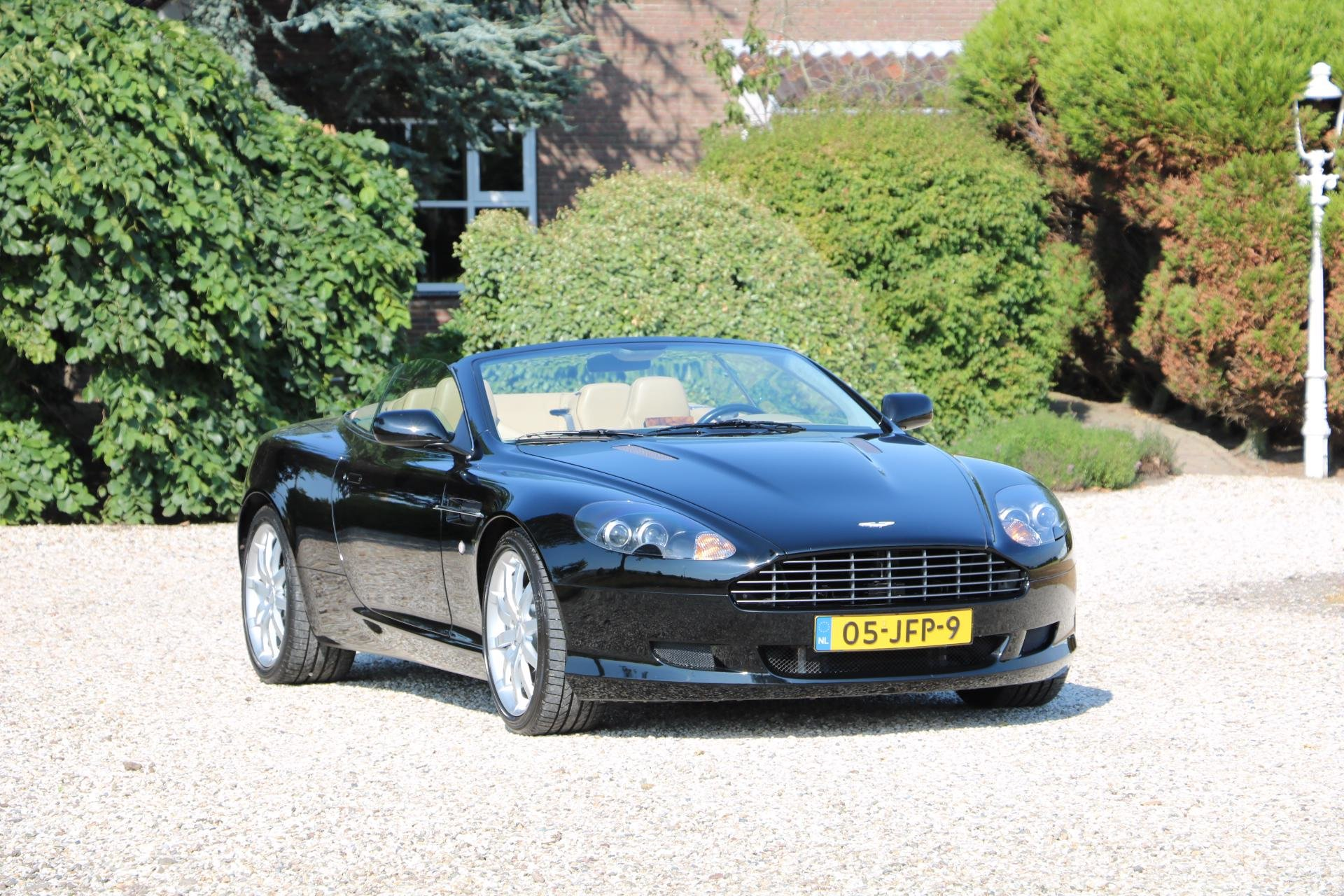 Real Art on Wheels | 2006 Aston Martin DB 9 Volante