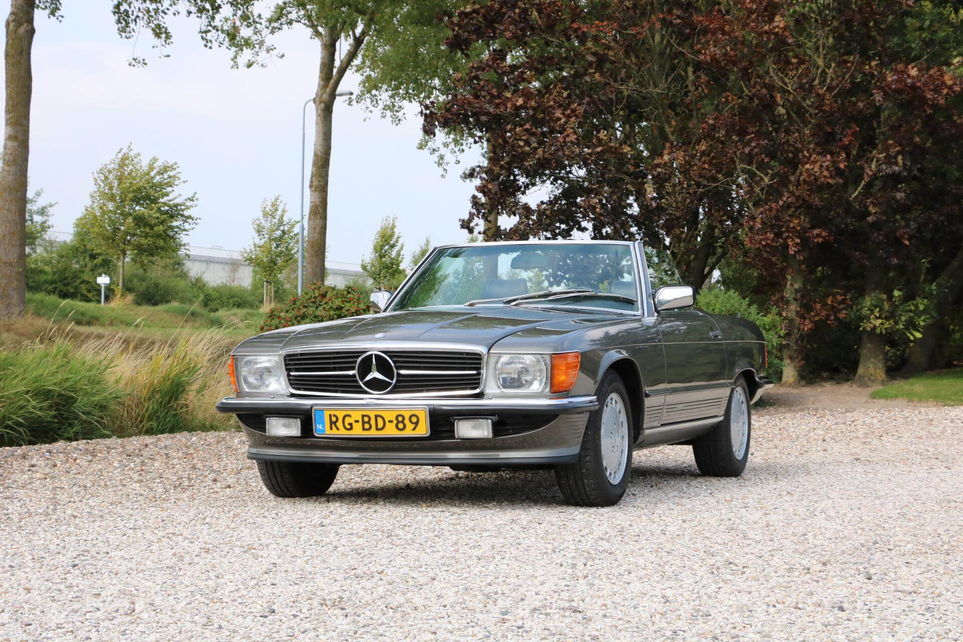 Real Art on Wheels | 1986 Mercedes-Benz 300 SL