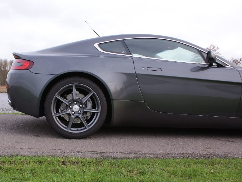 Real Art on Wheels | 2006 Aston Martin V8 Vantage