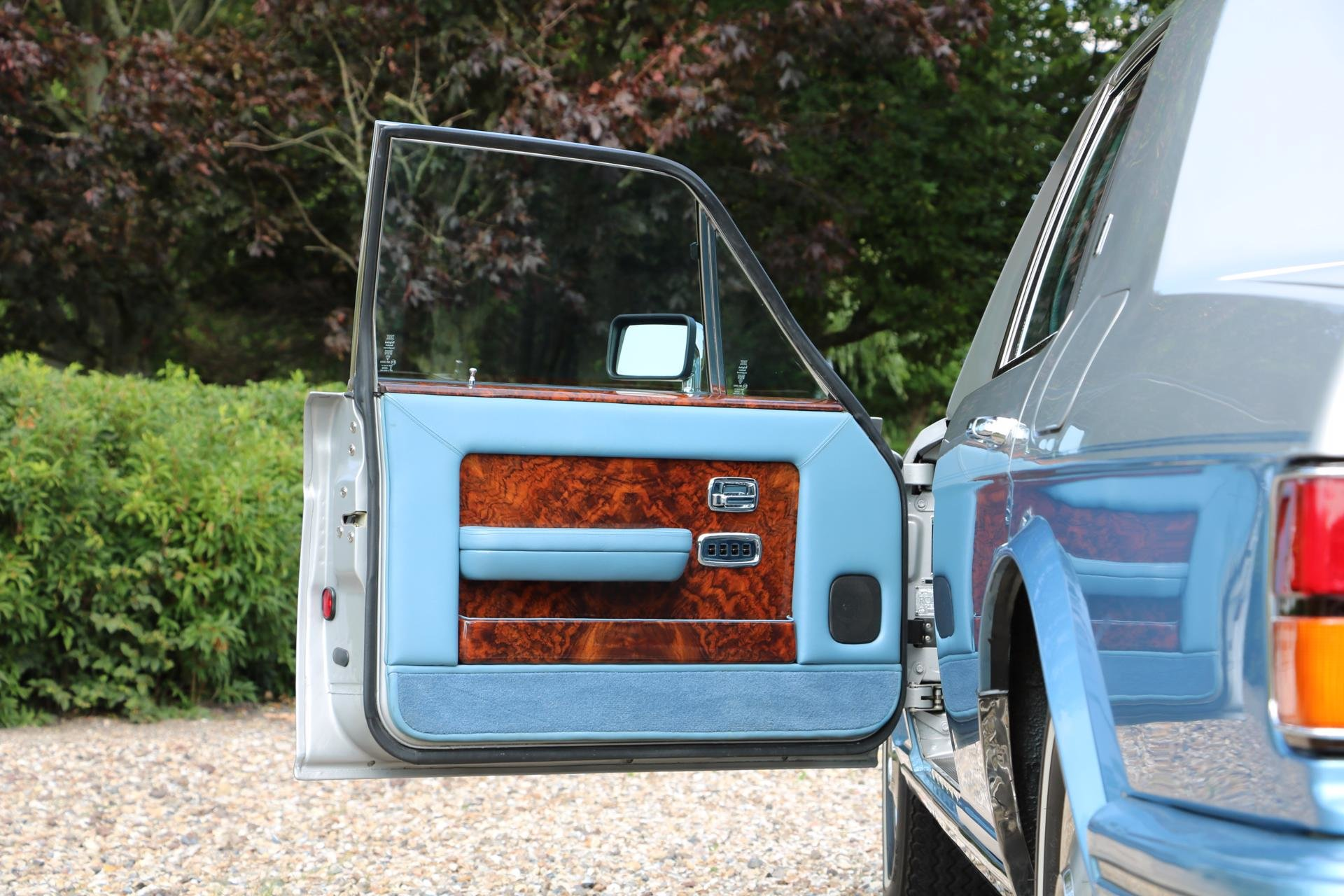 Real Art on Wheels | Rolls-Royce Silver Spur by Hooper