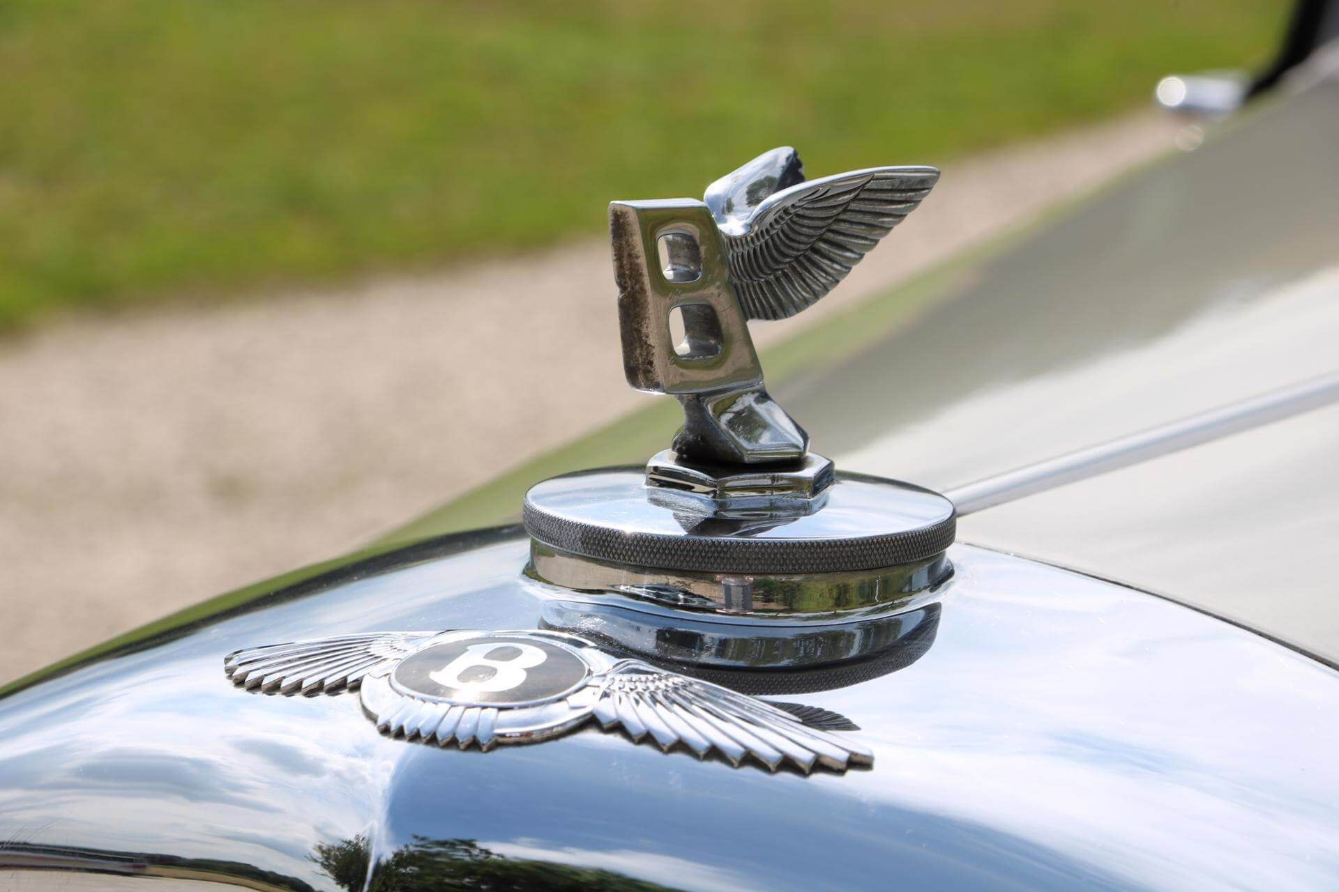 Real Art on Wheels | Bentley R Type