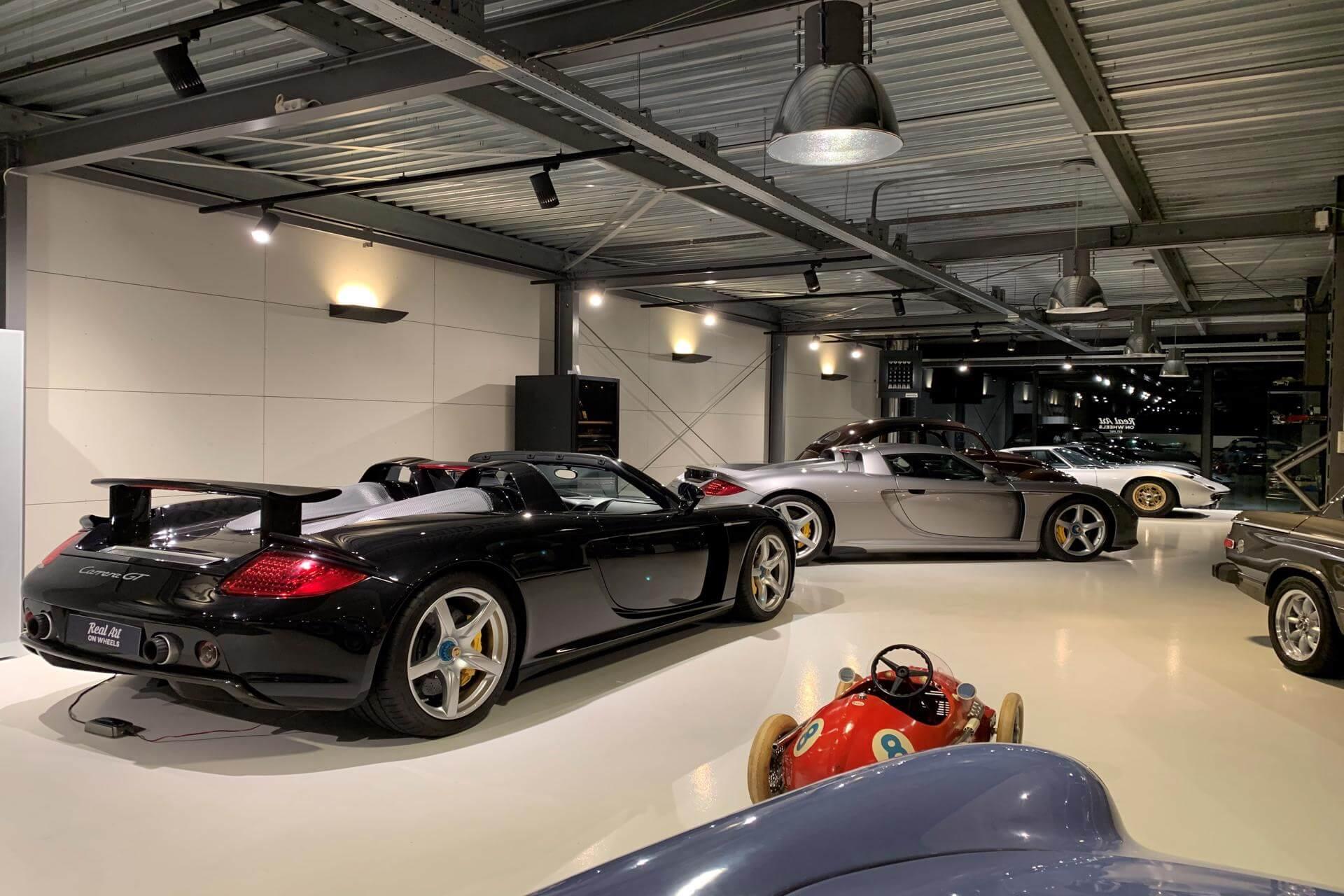 Real Art on Wheels | Porsche Carrera GT