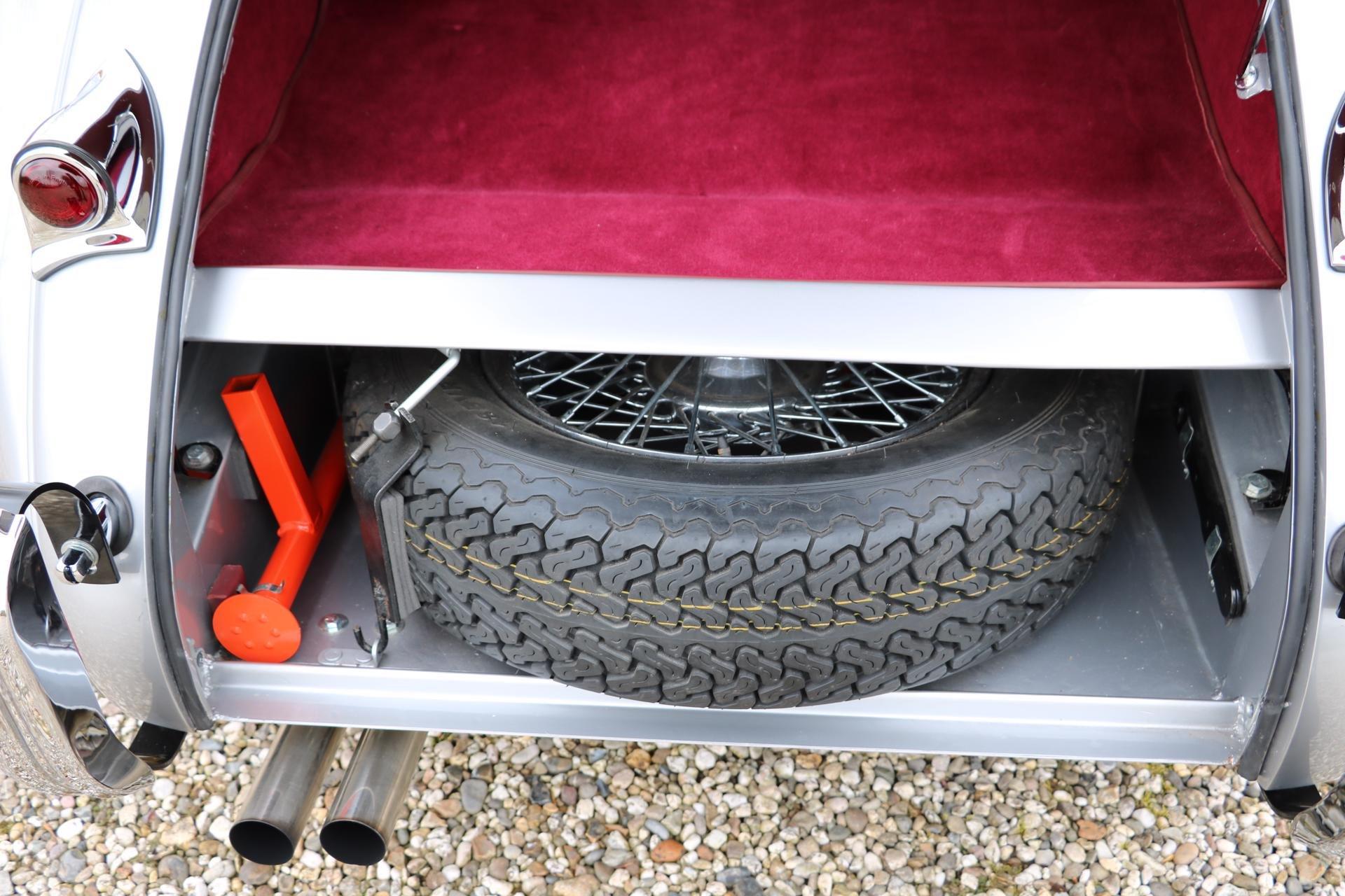 Real Art on Wheels | Jaguar XK120 Roadster