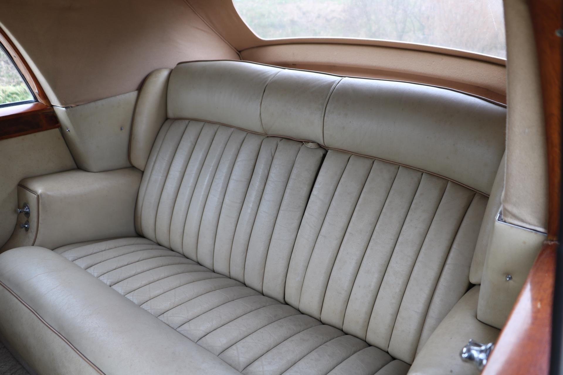 Real Art on Wheels | Rolls-Royce Silver Cloud DHC
