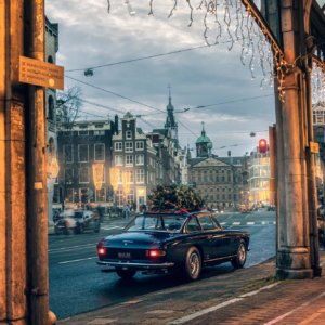 Real Art on Wheels | Ferrari 330 GT 2+2 Christmas Ferrari