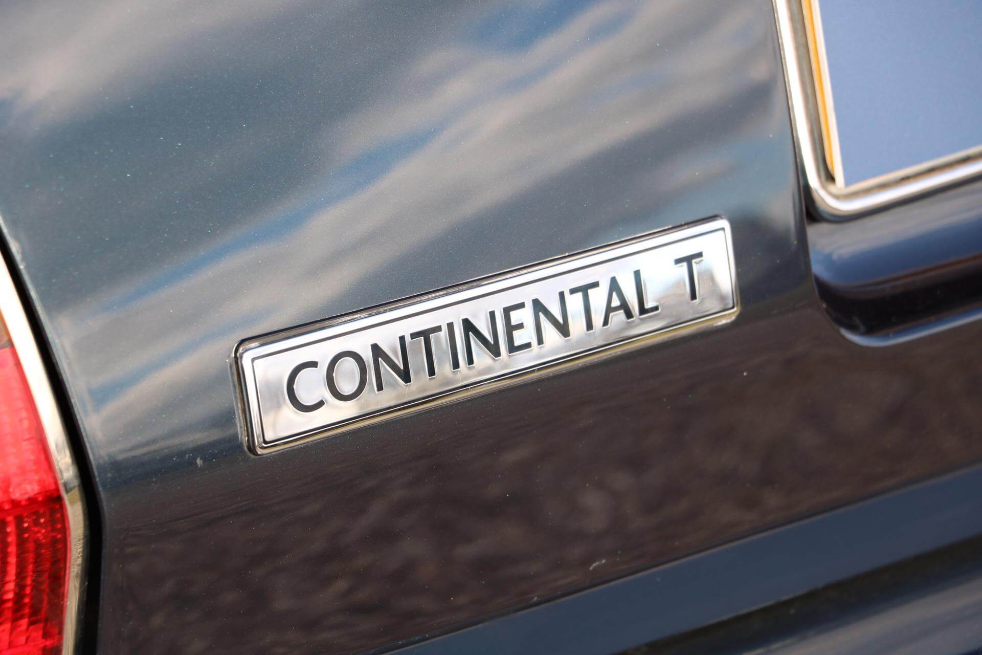 Real Art on Wheels | 1999 Bentley Continental T