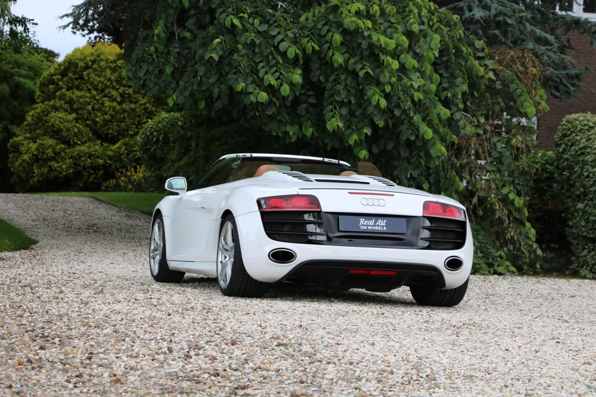Real Art on Wheels | 2010 Audi R8 Spyder V10